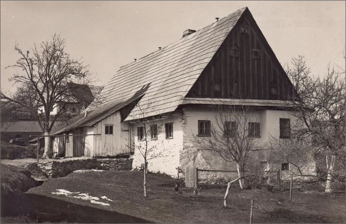 The Schubert family home in Neudorf in 1930.