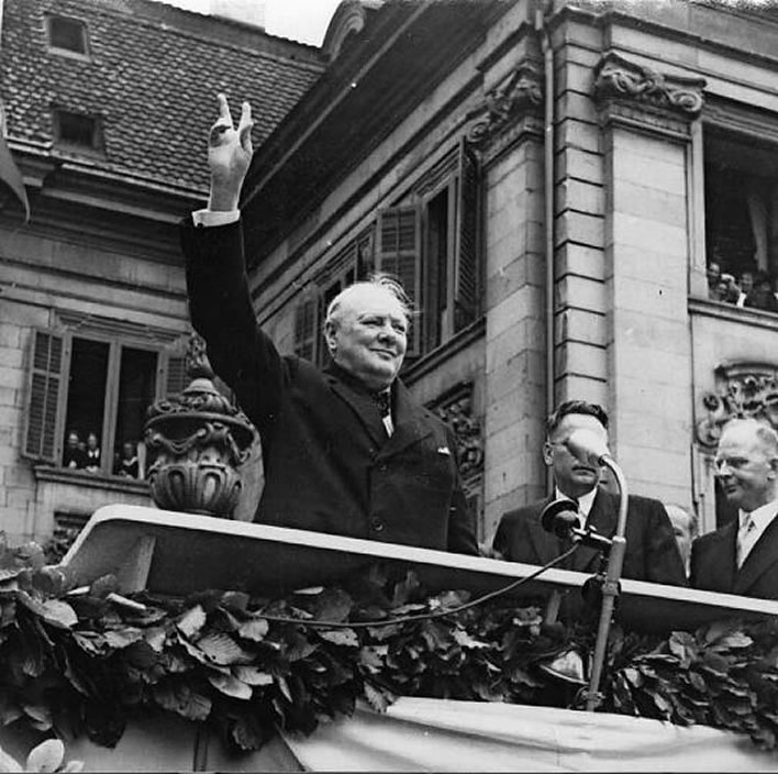 Churchill speaking to the crowds in the Münsterplatz.