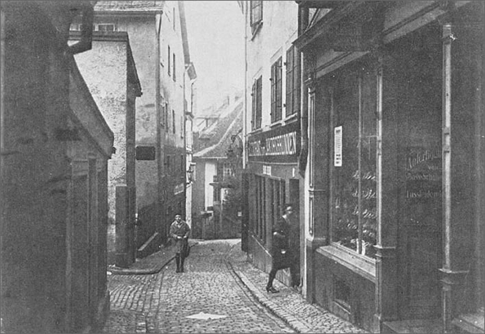 An undated photograph of Spiegelgasse 14, Zurich