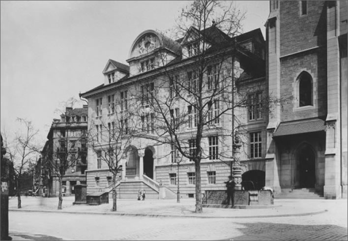 Zentralbibliothek in Zurich after its completion in 1917.