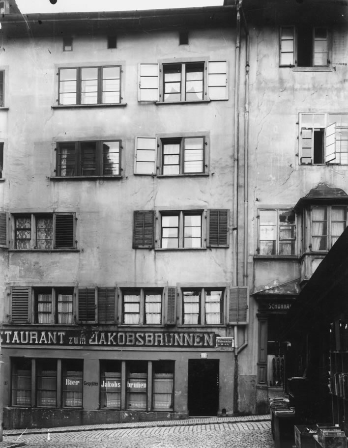 Spiegelgasse 14 and the Restaurant zum Jakobsbrunnen in 1927.