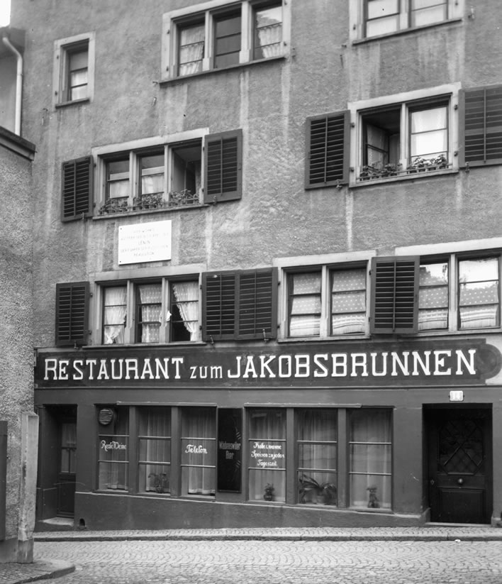 Spiegelgasse 14 and the Restaurant zum Jakobsbrunnen in 1938.