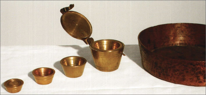 Weights and measures for salt, 18th century.