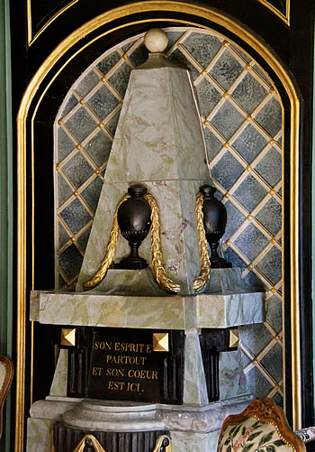 A photograph of the monument for Voltaire's heart in the Château de Voltaire at Ferney