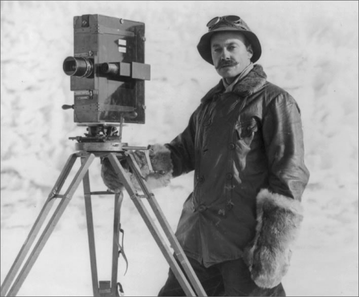 Terra Nova expedition: Herbert Ponting with a movie camera.