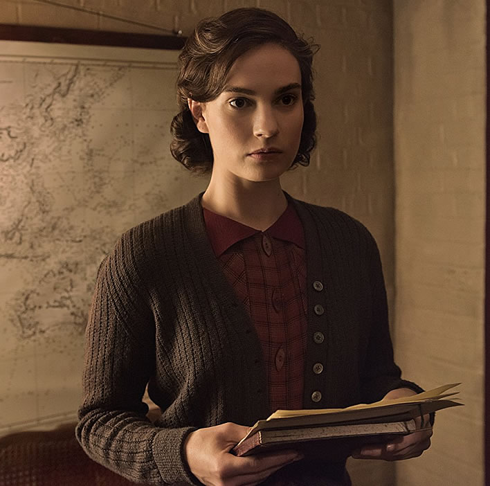 Lily James as Elizabeth Layton in the 2017 film 'Darkest Hour'.